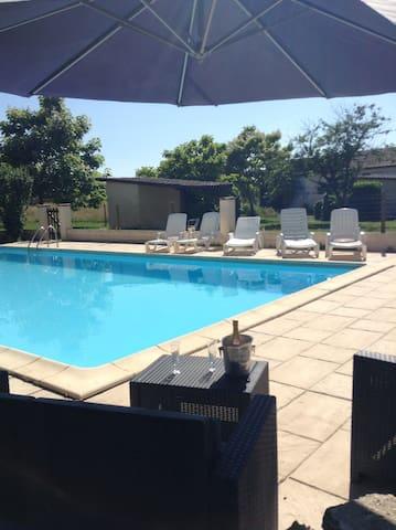 Fayette Villa & Pool, Parcoul, Dordogne. 10-15pers - Parcoul - Willa