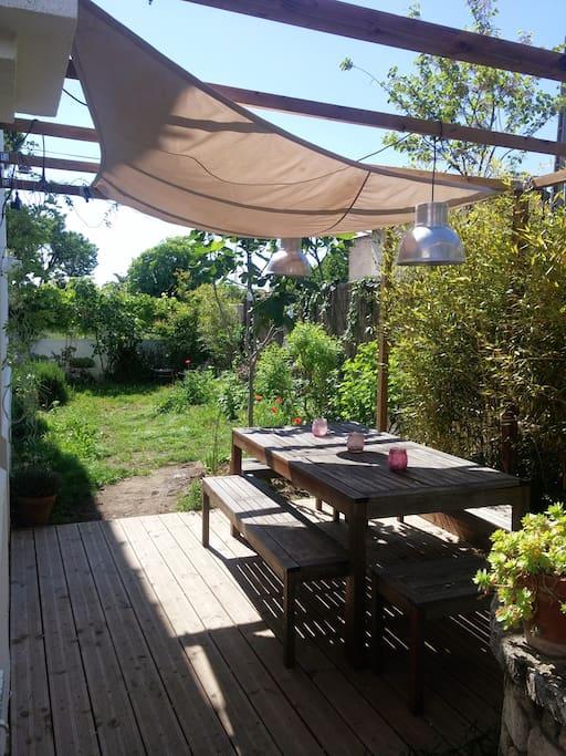 Terrasse 1 avec table pour 8 personnes