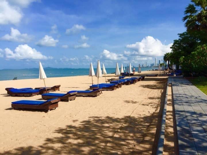 Amazing Sea / Beach front resort Condo
