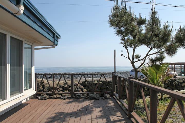 제주 남원읍 바닷가마을의 바다 바로앞에 위치한 개인주택 - Namwon-eup, Seogwipo-si - Talo