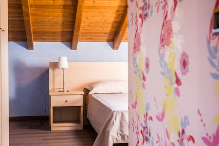 Camera matrimoniale - bagno interno - Pofi - Bed & Breakfast