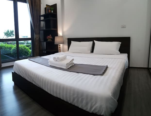 Luxury room next to garden, 1min to BTS, wifi+TV