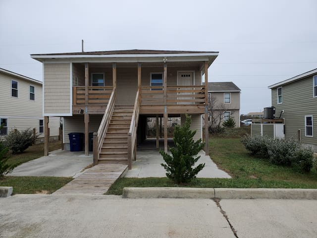 Casa de Calypso, Unit B (Middle Unit) with large side yards and 10' back yard space.