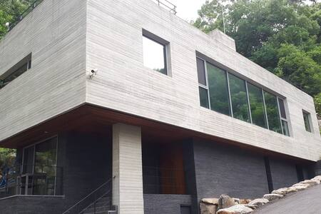 Geumrakheon (Kim's Happy house)