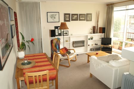 Charming, sunny inner city flat - Fitzroy North - Huoneisto
