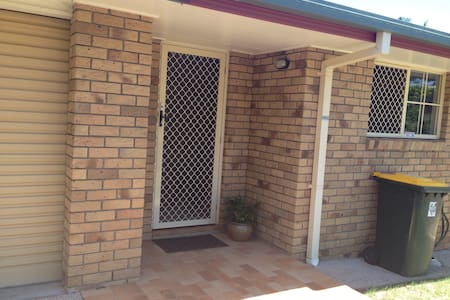 Clean safe lovely share home. - Zillmere - Ház