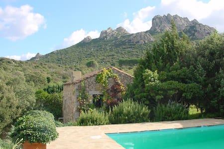 Casa Azzurra, sard. Hirtenhaus - San Pantaleo