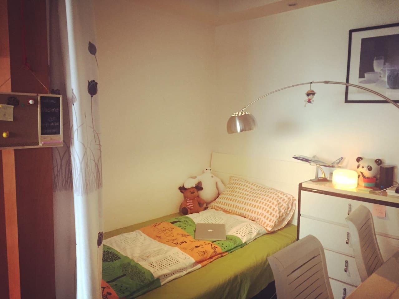 这是为你准备的温馨空间~帘子可以充分保证您的隐私空间