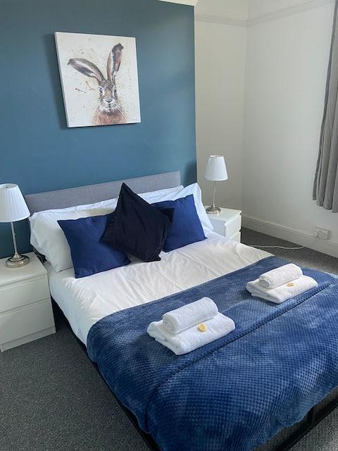 Clyffard Lodge- Central 5 Bed