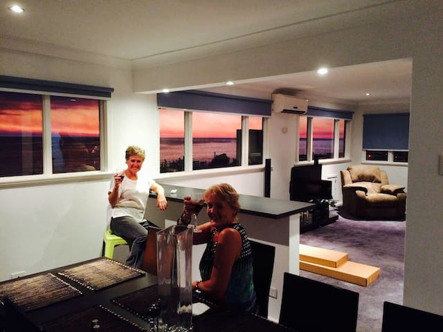 Horizons Beachfront Apartment - Iluka - Flat