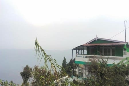 Quaint Wood Cottage, Sherpa khangba - Casa