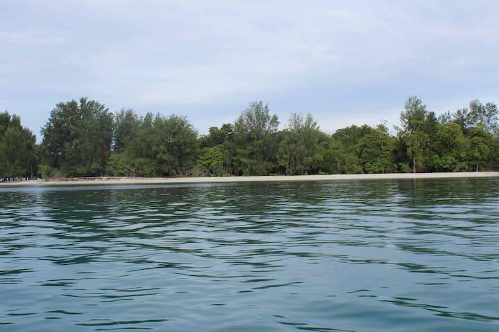 tanjung mefiyai homestay - Raja Ampat Regency - Bungalow
