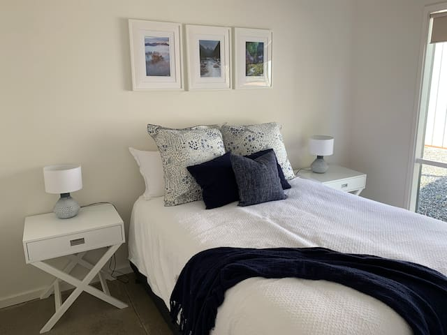 Queen Bedroom 1 - fitted with luxurious Sheridan linens
