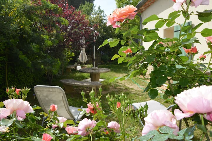 Room in Alpilles (st rémy de pce) - Saint-Rémy-de-Provence - Villa