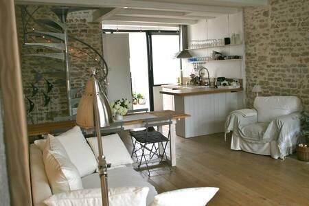 Maison douce au coeur du village - Saint-Clément-des-Baleines - Dům