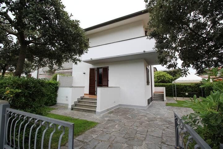 Villa Isa - Marina di Pietrasanta - Talo