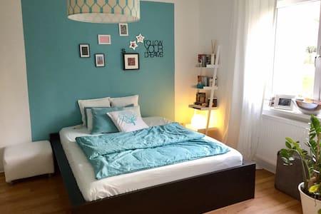 2 - Zimmer Wohnung in Bornheim mit Balkon - แฟรงก์เฟิร์ต - อพาร์ทเมนท์