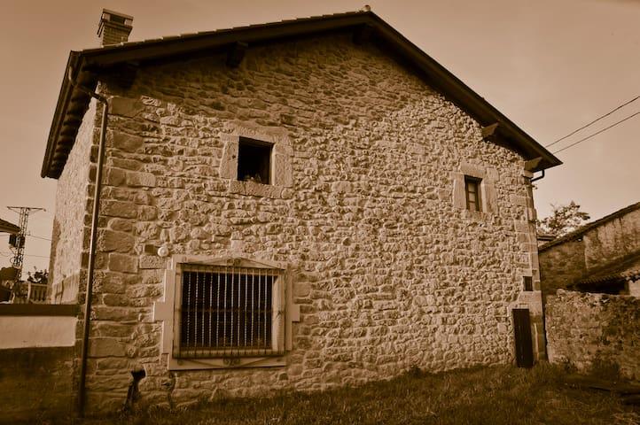 Casa montañesa del siglo XVIII - Herrera de Ibio - 獨棟