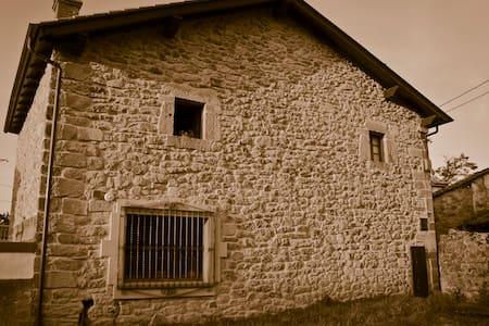 Casa montañesa del siglo XVIII - Herrera de Ibio