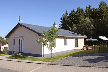 4-room bungalow 102 m² Eifelstate for 6 persons in Gerolstein - Gerolstein