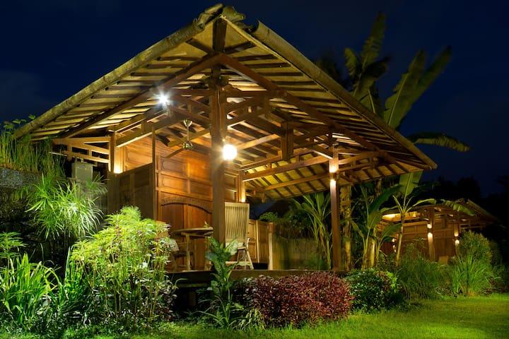 Yabbiekayu Homestay, Bungalow 1 - Yogyakarta - Vila