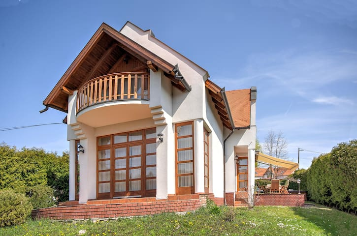 Beautiful lake house in Revfulop with hot tub - Révfülöp - Talo