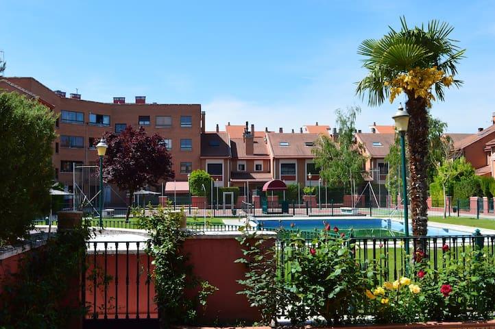 Precioso adosado en Valladolid - Valladolid - Rekkehus