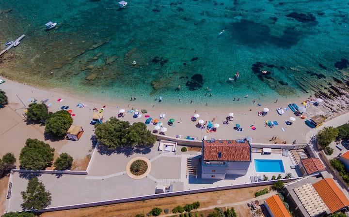 Luxury Beachfront Villa Korcula the Beach with private pool, sauna and gym at the beach on Korcula island - Prizba