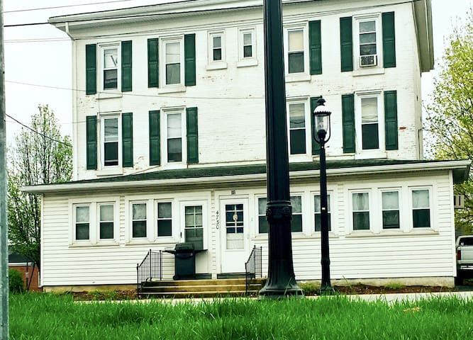 The White House - 2 Bedroom Furnished Apt Living - Honey Brook - Leilighet
