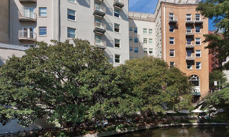 Wyndham Riverside Suites * 2B Plus