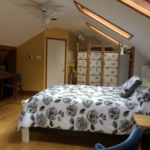 Loft Hide Away with Private Balcony - St. John's - Byt