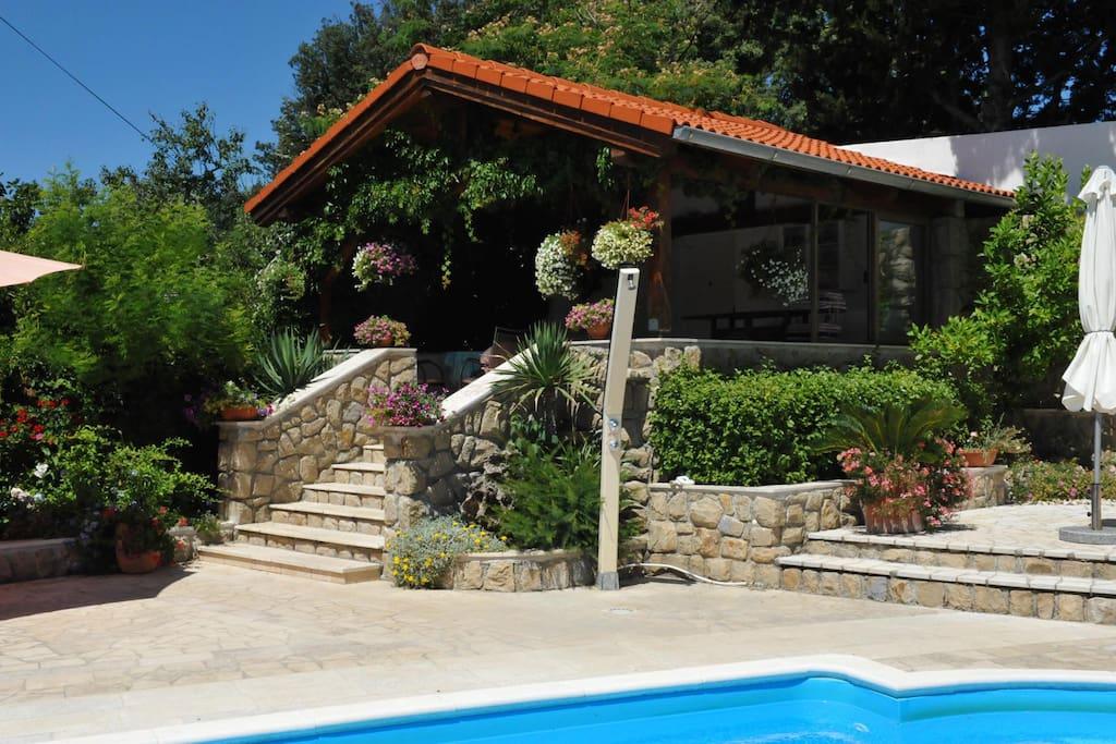 bungalow mit pool bungalows for rent in rab primorsko goranska upanija croatia. Black Bedroom Furniture Sets. Home Design Ideas