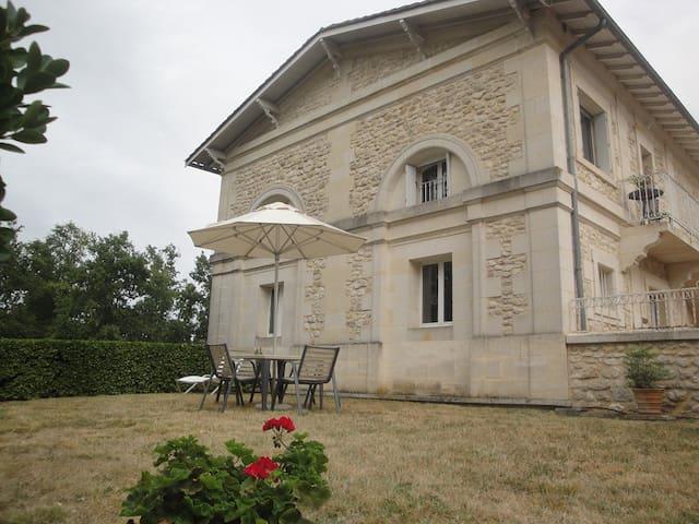 Gîte de charme au cœur d'un Château Viticole - Camblanes-et-Meynac - Rumah tumpangan alam semula jadi