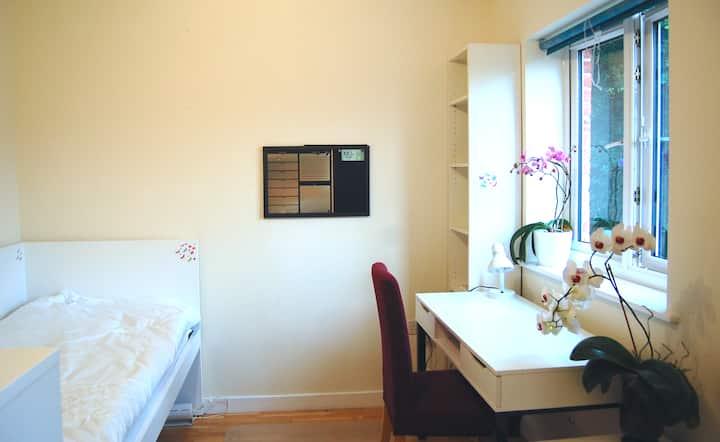 Single Private room near Gatwick Airport