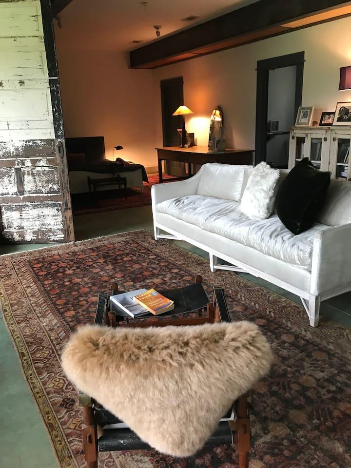 Parkside Loft - Large Bedroom & Sitting Area.