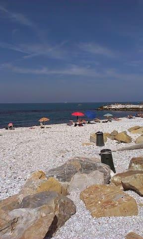 Bilocale a 300 metri dal mare - Marina di Pisa-tirrenia-calambr - Huis
