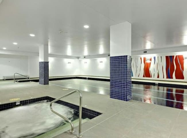 2 bedroom apartment + pool. Close to transport.