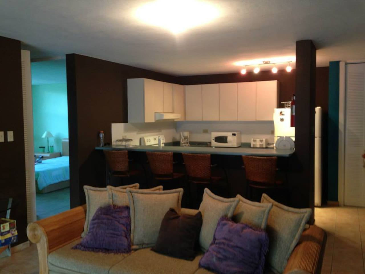 Full furnished kitchen: stove, oven, microwave, toaster, coffee maker