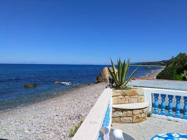 Splendida villa di fronte al mare - Caronia