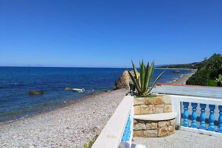 Splendida villa di fronte al mare - Caronia - Haus