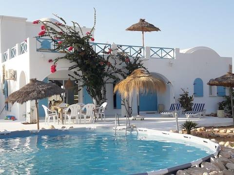 Charming house w/spacious garden & swimming pool