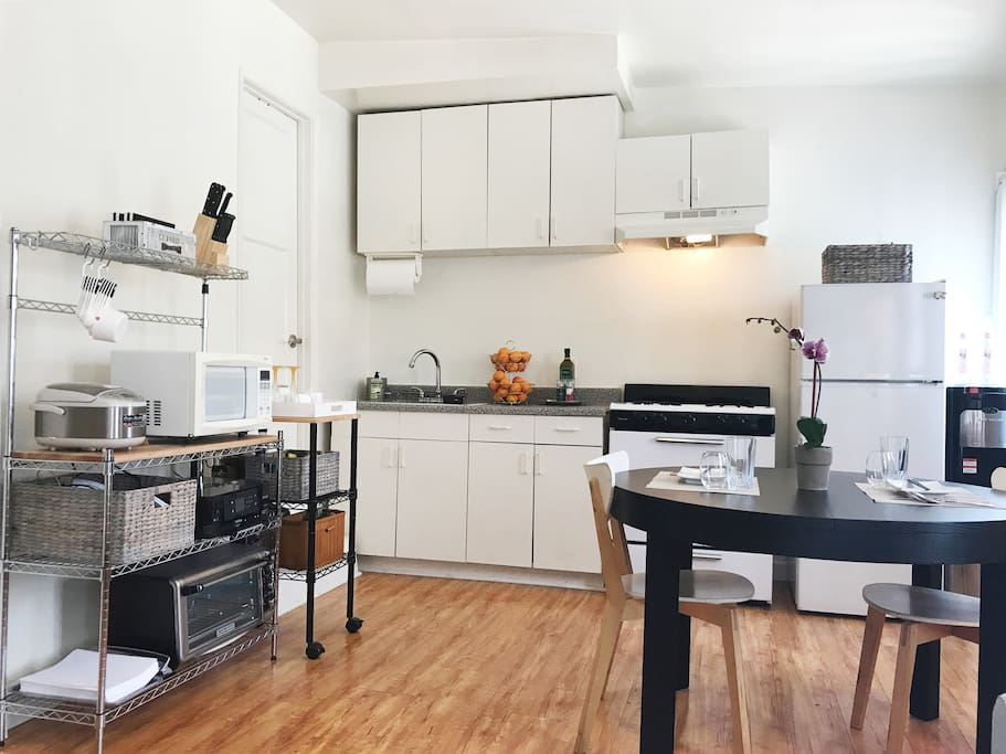 Kitchen and expandable dining table