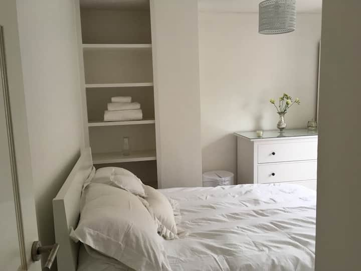 Close to , university, trains,city,Free parking