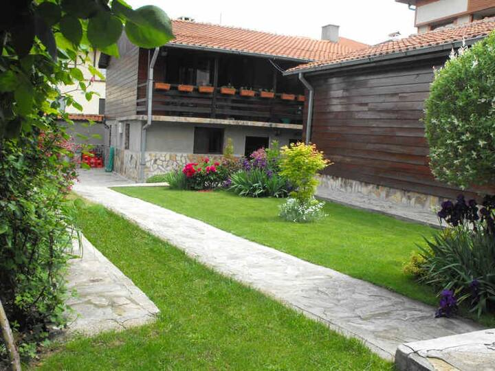 Devonshire Lodge, Bansko: Cosy, self-catered home
