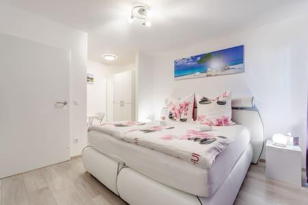 APARTMENT - ZENTRAL, NEU, STYLISCH!+neues FAHRRAD - Karlsruhe - Apartment