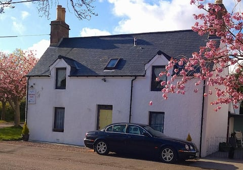 Fyffe House B&B in beautiful Ullapool by the sea!