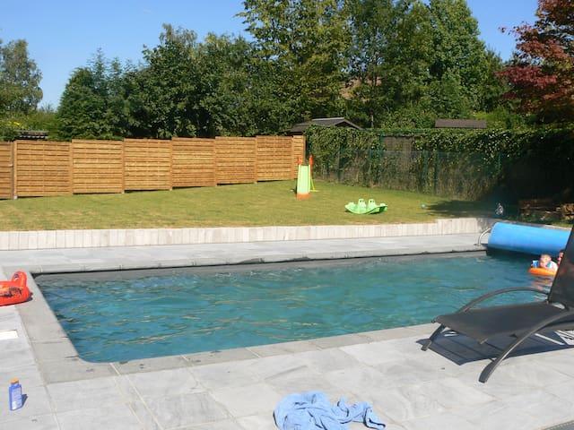 Villa avec Piscine Chauffée et Jardin au calme - Wavre