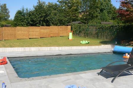 Villa avec Piscine Chauffée et Jardin au calme - Wavre - Rumah