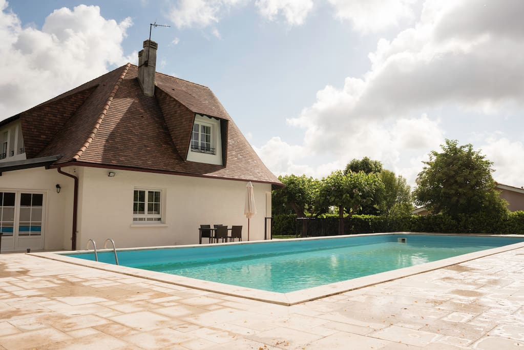 Terrasse extérieur de plus de 100m2 et piscine de 15m