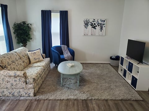 Clean & Cozy - Only 20 Minutes to Downtown Peoria
